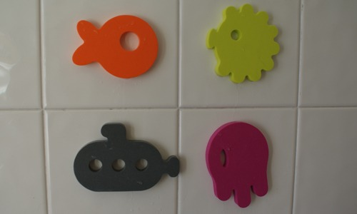 Dive bath toys by Boon