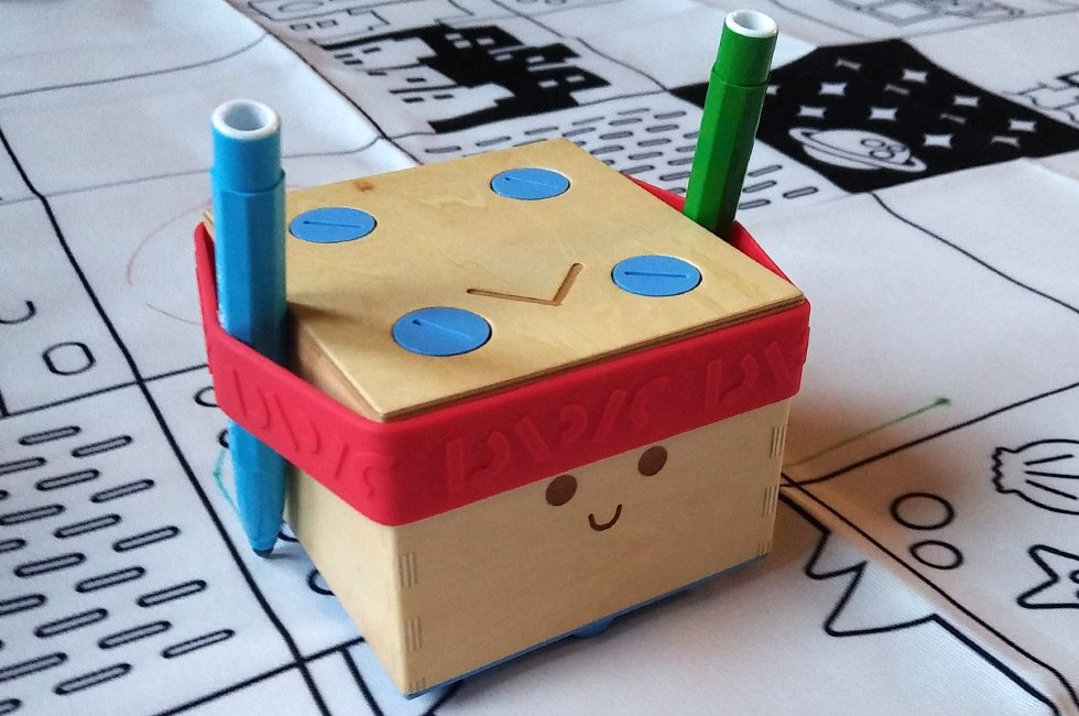 The Cubetto Colouring Pack in action.