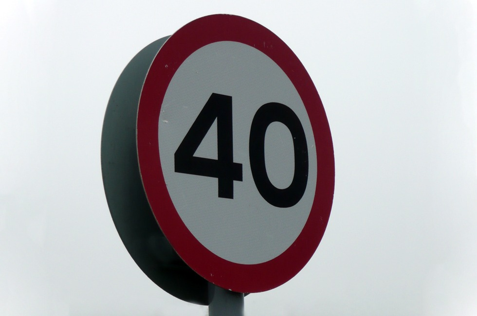 A 40 miles per hour sign.