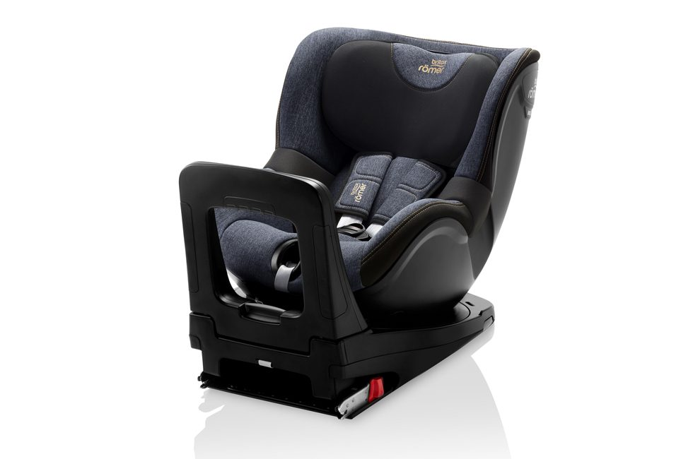 The Britax Römer DUALFIX i-SIZE car seat.
