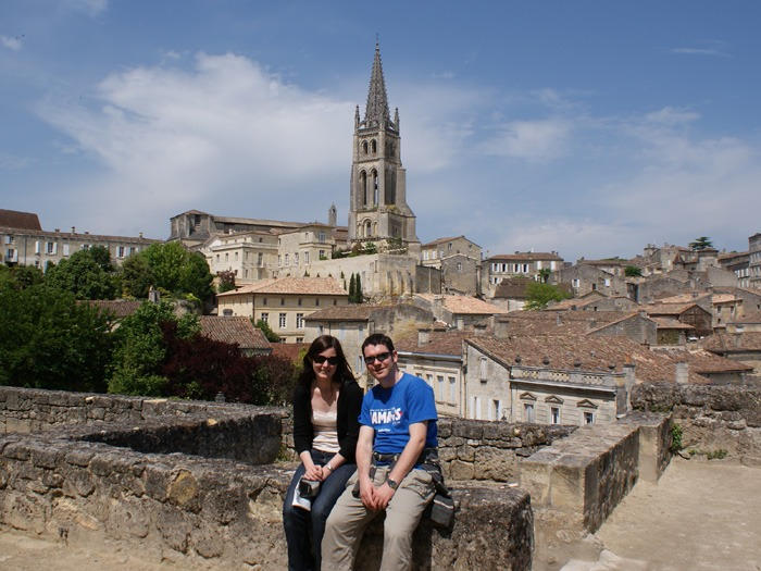 A couple sitting on a wall in Saint-Émilion.