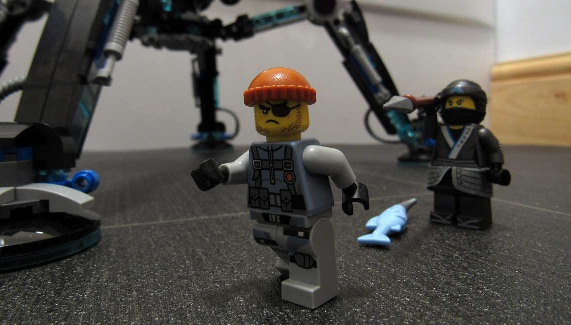 Two minifigures from The LEGO Ninjago Movie Water Strider set.